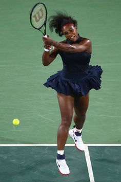 Serena Williams Photos Photos - Serena Williams of the United States in action… Serena Williams Photos, Serena Williams Tennis, Venus And Serena Williams, Tennis Clothes, Tennis Outfits, Sarena Williams, Tennis World, Professional Tennis Players, Lab