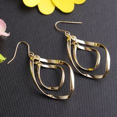 US$5.95 -YOINS Catch the light just so in these elegantly twisted + etched hoop earrings. Featuring double spiral design drop with dangling fringe that has a perfect vintage feel made new again. Finished with fish hooks.