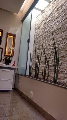 Jardim de Inverno - Sala de Atendimento - Ortopedia - Nichos - Iluminação Indireta - Lacca Branca - Nova Imbúia - Lança de São Jorge. Clínica Ortopédica - Francisco Beltrão - Paraná - Brasil.