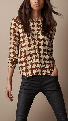 Pied de poule. Burberry Brit Printed Silk Blouse.  www.modadesnuda.wordpress.com