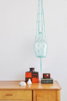 """Deko-Objekte - """"Susan"""" mintgrüne Makramee-Blumenampel - ein Designerstück von California-Dreaming bei DaWanda"""