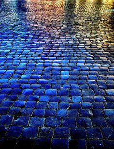 Piazza Navona in Campo Marzio, Rome. Love the saturated color in this (I've been to piazza Navona, I don't ever remember it looking like this! Azul Indigo, Bleu Indigo, Mood Indigo, Azul Anil, Foto Art, Blue Aesthetic, Color Azul, Oeuvre D'art, Oeuvres