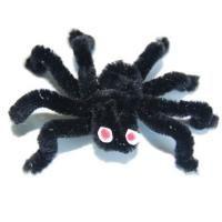Cette araignée aux pattes et corps velus n'est pas si effrayante, elle est même bien mignone . Cette araignée est un bricolage très facile à faire grâce à l'utilisation de cure pipe ou de fil métallique chenillé .