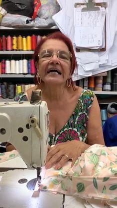 Veja o vídeo e descubra a responsável por fazer essas roupinhas lindas! Sewing, Dressmaking, Couture, Fabric Sewing, Stitching, Full Sew In, Costura