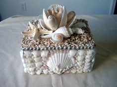 'magnolia' shell box//Seashell home decor Sea Crafts, Diy And Crafts, Arts And Crafts, Seashell Art, Seashell Crafts, Seashell Projects, Shell Decorations, Shell Ornaments, Snowman Ornaments