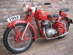 Csepel 250 - 1952 Vintage Motorcycles, Cars And Motorcycles, Bike Engine, Classic Bikes, Vintage Bikes, Motorcycle Gear, Cool Bikes, Vespa, Motorbikes