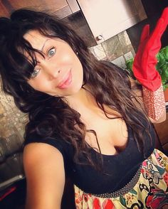 Saturday cleaning is on people...and why shouldn't I have pretty rubber gloves & a cute apron?!! Girls fab gloves $3.99 #tjmaxx pretty apron #PierOne #christinevienna #sugarboobs #cleaning #actress #actresslife #keepinitreal #actresslife #actorslife #filmactress #tvactress #curves #rubbergloves #hollywood #vegas #la #ny #atlanta #dishes #greeneyes #bedhead #curves #model #instafamous #l4l #instamood  #like #model