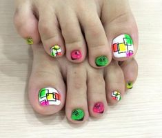 Exfoliating and moisturizing are steps to keep beauty of nails and paint toe nails perfectly. Nail polish used properly and paint short nails perfectly. Simple Toe Nails, Cute Toe Nails, Summer Toe Nails, Toe Nail Art, Winter Nails, Spring Nails, Toenail Art Designs, Pedicure Designs, Short Nail Designs