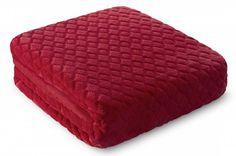 Červená deka Tomas je dostupná w troch rozmeroch: 150x200, 170x210 alebo 220x240 cm.