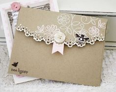 Idee Cadeau Fete Des Peres 2019 - Decorating your envelope. Wouldn& that look pretty in someone& mailbox. Paper Cards, Diy Cards, Diy Envelope, Envelope Tutorial, Decorated Envelopes, Card Envelopes, Card Tags, Creative Cards, Scrapbook Cards