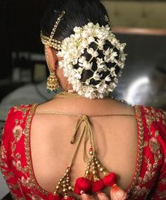 The Most Spectacular Floral Twists for Your Hair Buns! Wedding Day Makeup, Bridal Makeup Looks, Indian Bridal Makeup, Bridal Beauty, Wedding Bride, Boho Wedding, Bridal Hair Buns, Bridal Hairdo, Indian Wedding Hairstyles