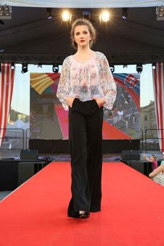 Rumunská móda pod Urpínom - Izabela Mandoiu in Slovakia Ramones, Suits, Fashion, Moda, Fashion Styles, Suit, Wedding Suits, Fashion Illustrations