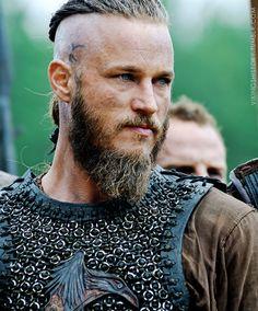 Thank you Travis Fimmel. Vikings Travis Fimmel, Travis Vikings, Ragnar Lothbrok Vikings, Vikings Tv Show, Viking Men, Viking Warrior, Arm Tattoo Viking, Vikings Tumblr, Bracelet Viking