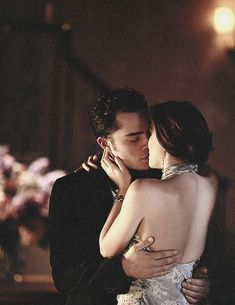 Gossip Girl is my latest addiction, I loveeee Chuck and Blair #ChairGossipGirl