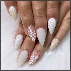 If you are getting ready for the holidays by painting a winter wonderland on your nails, these Cutest Christmas Nail Art DIY Ideas will surely give you a cheerful Christmas season this year. Cute Christmas Nails, Xmas Nails, Christmas Nail Art Designs, Holiday Nails, Christmas Christmas, Homemade Christmas, Christmas Lights, Christmas Games, Christmas Crafts