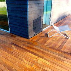 nettoyage terrasse bois composite, bardage bois et chaise pliante design