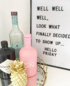 Boy am I glad its FRIDAY! Off to London today but then back home for some much needed chill time / GIN with my faves. Does anyone have any good al fresco lunching recommendations in the west end? . . #fridayfeels #letterboard #letterboardquotes #ginoclock #myhomestyle #realinstahomes