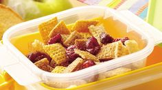 Kids can help assemble this 10 minute snack mix. Raisins add a nutritional boost. Snack Mix Recipes, Fudge Recipes, Snack Mixes, Chex Recipes, Breakfast Recipes, Recipies, Best Easy Fudge Recipe, Granola Barre, Healthy Protein Snacks