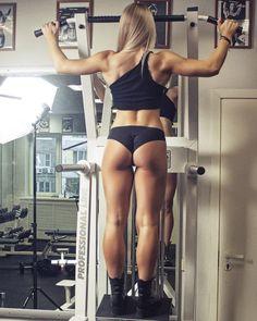 Огромные руки и ноги объемные мышцы острые черты лица и никакой женственности Такую страшную картину рисуют в своем воображении многие женщины когда думают о силовых тренировках. И конечно отправляются на тренировку попроще: аэробику пилатес илийогу. Это неплохо если вы любите групповые занятия под энергичнуюмузыку хотите развить гибкость и пластичность увлекаетесь восточной философией или просто ищете возможность активно расслабиться после рабочего дня в компании приятных людей. Но если…