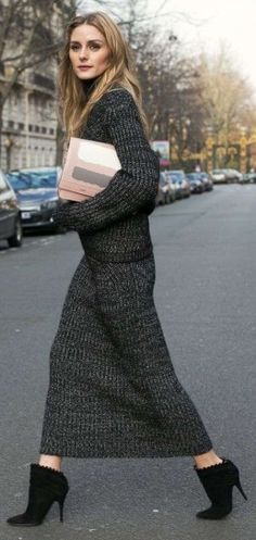 Gonna lunga e maglione nero