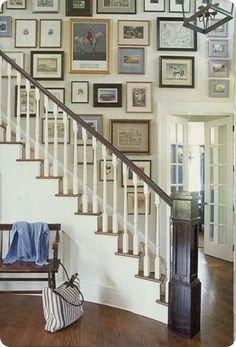 Simplified Bee®: Chic Equestrian Style in Home Decor Designer Scott Sanders incorporated horse prints and drawings in the salon-style arrangement on the stairway wall in this new house in the heart of New Jersey's horse country. photo via House Beautiful Classic Home Decor, Classic House, Classic Style, Style At Home, Stairway Gallery Wall, Gallery Walls, Art Gallery, Stair Gallery, Stairway Pictures