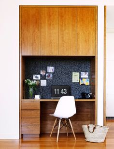 Blackbutt veneer cabinetry features throughout the house, including in this study nook, home office workspace. Office Nook, Home Office Space, Study Office, Home Office Design, Home Office Furniture, Home Office Decor, Home Decor, Office Workspace, Office Ideas