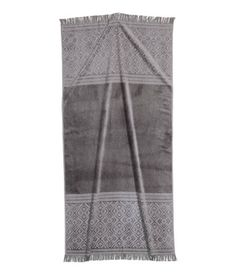 Light gray. Bath towel in cotton terry with a jacquard-weave pattern. Hanger loop on one short side and fringe at ends.