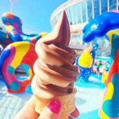 See how tall you can make your soft serve ice cream cone onboard Oasis of the Seas. We recommend the chocolate-vanilla twist!