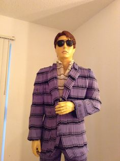 Amazing sculpture of Tom Cruise in Crayola