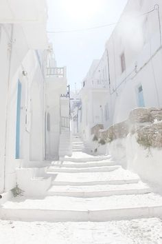 Santorini in Greece . Beautiful World, Beautiful Places, Beautiful Buildings, A Well Traveled Woman, White Heat, White Aesthetic, Aesthetic Grunge, Aesthetic Vintage, Shades Of White