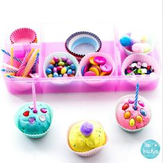 #cakeislife 🎂 Who doesn't love cake?! This pretend play with Playdough really allows kids to explore their creative side. Confetti playdough, lots of fun toppings, all with a candle on top and a million renditions of 'Happy Birthday!' Even better it is all tucked up in a Kmart lunchbox for easy pack away and storage!