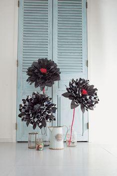 L'auteure, Megu, vous propose de réaliser de magnifiques fleurs géantes en papier selon la technique du kirigami en volume, pour créer de magnifiques décorations de fête et d'intérieur.  Au fil des pages, vous découvrirez 25 modèles raffinés hauts en couleurs, à confectionner en toute simplicité grâce aux explications en pas à pas photos.