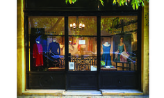 We visited one of the loveliest vintage fashion stores in Buenos Aires city. Written by Cinthia Di Ciancia #welum #welumconscious #conscious #readonwelum #Accessories #BuenosAiresCity #clothing #consiousness #LaPercalina #vintagefashion