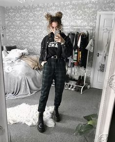 had about ten layers of clothes under this outfit lol ☃ Grunge Outfits, Layering Outfits, Edgy Outfits, Mode Outfits, Fashion Outfits, Layering Clothes, Punk Fashion, Grunge Fashion, Korean Fashion