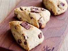 Chocolate Scones Made with Pancake Mix Sweets Recipes, Snack Recipes, Cooking Recipes, Snacks, Homemade Sweets, Homemade Cakes, Food Flatlay, Asian Desserts, Bakery Cakes