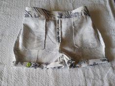 so penso em costura: Costura comigo-Calções Unisexo de criança Costura Fashion, Sewing Patterns, Crochet Patterns, South African Fashion, Crochet Mask, Sewing Pants, Cotton Pants, Fashion Sewing, Jean Shorts