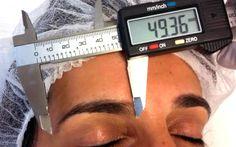 Design de Sobrancelhas: procedimento é especializado e consiste em uma técnica de medição que auxilia a profissional a modelar e redesenhar o formato das sobrancelhas apenas com a remoção (ou não) dos pelos. As medida...