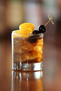 15 Old Fashioned Drink Recipes - New Old Fashioned Variation Cocktails MEEMAW S FIG JAM OLD FASHIONED River Bar at Sea Island, GA Ingredients 1 heaping bar spoon of Fig Jam 1 thinly sliced Orange wheel oz Basil Hayden bourbon 2 dashes angostura bitters Bourbon Cocktails, Whiskey Drinks, Cocktail Drinks, Cocktail Recipes, Alcoholic Drinks, Drink Recipes, Drinks Alcohol, Fireball Recipes, Alcohol Recipes