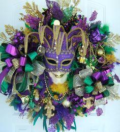 Mardi Gras wreath, Unique Mardi Gras door wreath Karneval mask jester floral Fleur De Lis decoration