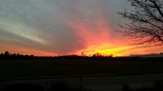 Was für ein grandioser Abendhimmel. Wünsche einen Abend, so schön wie dieser Himmel.