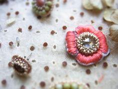 お花ビーズ刺繍の作り方|アクセサリー|ビーズ|ハンドメイド・手芸レシピならアトリエ