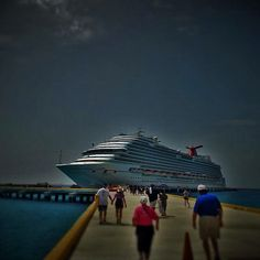 Here is an edit of a photo I took of the Carnival Dream! What do you guys think? I am new to editing photos #carnivalcruiseline #carnivalcruise #carnival #dream #carnivaldream #funship #cruise #ship #cruiseship #cruisingislife