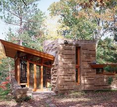 Frank Lloyd Wright : Architectural Digest Been here! Frank Loyd Wright Houses, Frank Lloyd Wright Style, Organic Architecture, Architecture Details, Cottage In The Woods, Wood Cottage, Usonian House, Architectural Digest, Mirror Lake