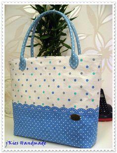Simple handmade tote ! Fabric Bags, Tote Bags, Diaper Bag, Kate Spade, Knitting, Sewing, Simple, Crochet, Handmade