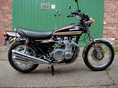Kawasaki concours with factory exhausts and twin disks Kawasaki Motorbikes, Kawasaki Motorcycles, Twin Disc, Retro Bike, Japanese Motorcycle, Old Motorcycles, Bike Parts, Classic Bikes, Super Bikes