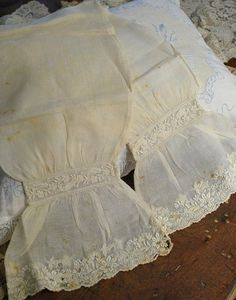 1860 CIVIL WAR EAR LADIES UNDERSLEEVES LINEN WITH FRENCH WHITE WORK