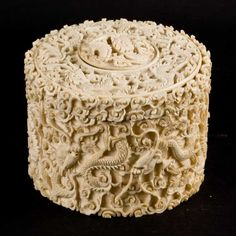 CHINESE IVORY CARVING | An antique Chinese ivory cylindrical box