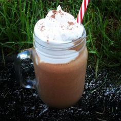 Smoothie Inspo Why don't you swap your high calorie frappe for this delicious HEALTHY iced chocolate smoothie? Recipe here: Healthy Chocolate Smoothie, Healthy Mummy Smoothie, Healthy Mummy Recipes, Healthy Sweet Treats, Healthy Drinks, Healthy Food, Baking Recipes, Smoothie Mix, Eating For Weightloss
