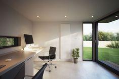 Met de Mini Pod van het Britse bedrijf Pod Solutions wordt thuiswerken een feest: het stijlvolle tuinhuisje heeft afmetingen van 4,1 bij 3,65 meter, wat ruim voldoende is voor een volledig uitgeruste werkplek.