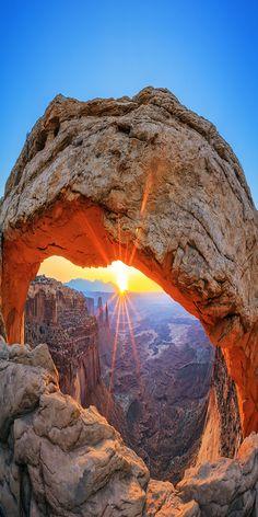 Mesa Arch in Canyonlands National Park near Moab, Utah, USA